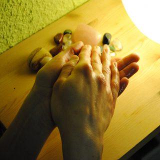http://www.physio-scherdel.de/wp-content/uploads/2015/11/massage-320x320.jpg